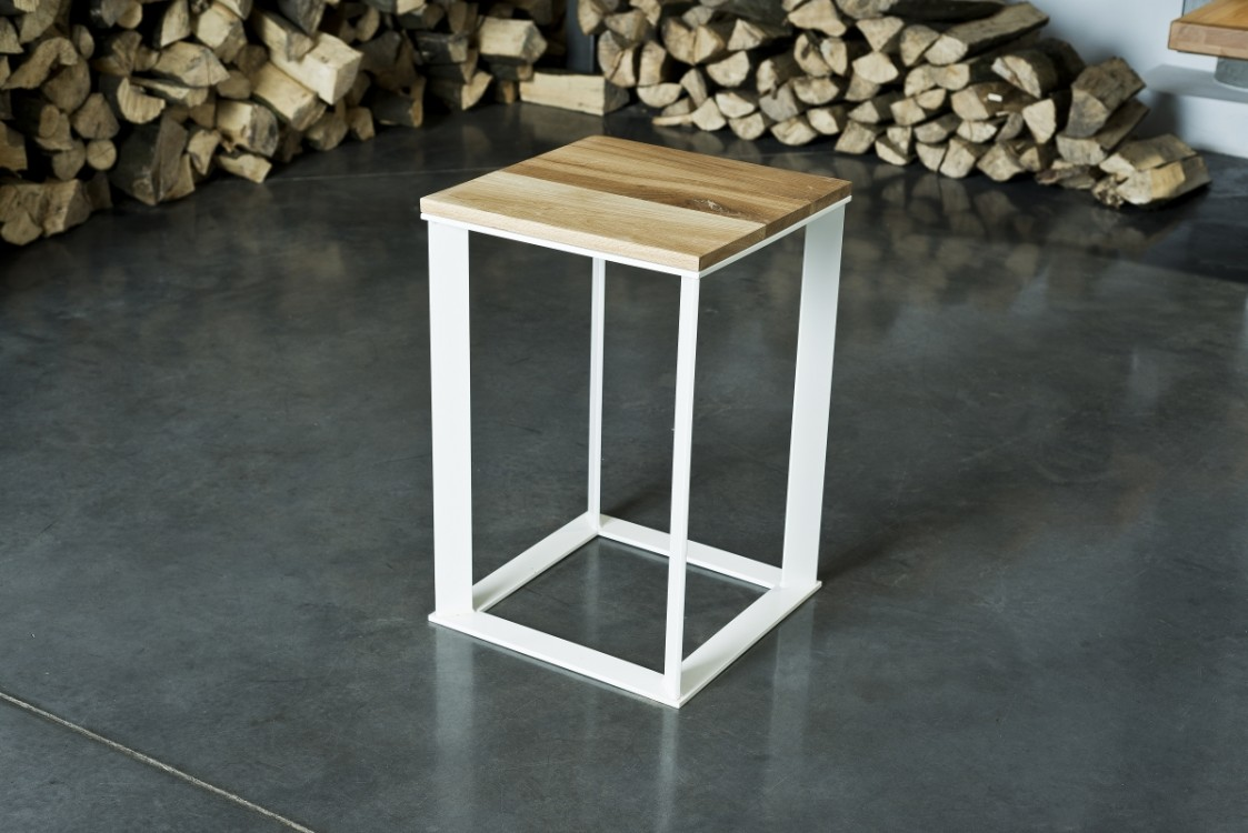 Industriální  stolek Bryan