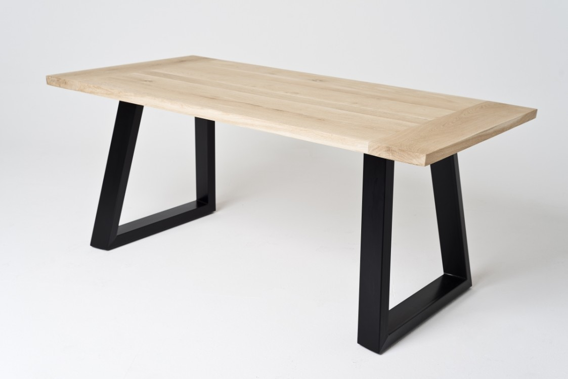 Industriální masivní stůl Derek