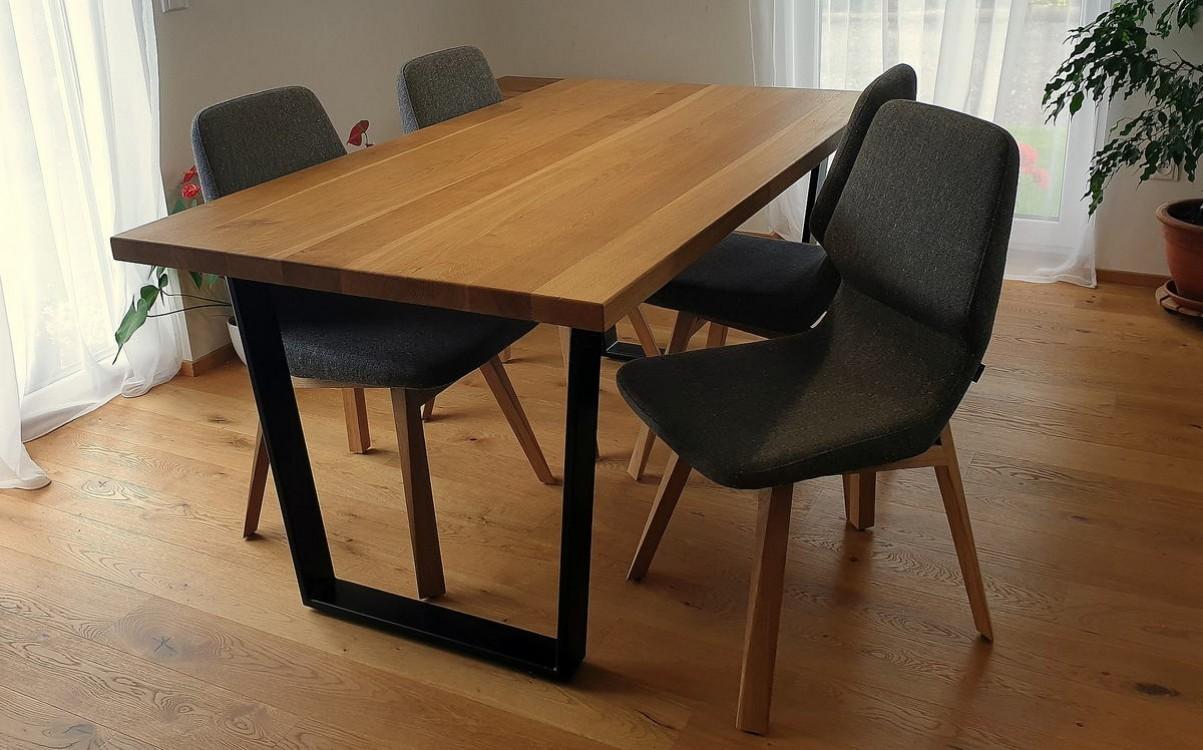 Masivní jídelní stůl Brandon