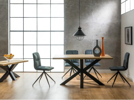 Designový masivní jídelní stůl Donat