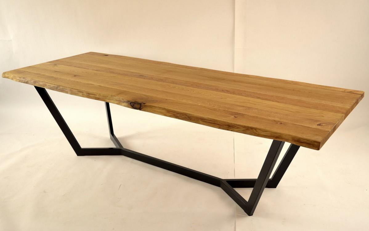 Jídelní stůl z masivu Dan