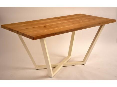 Jídelní stůl z masivu Lion
