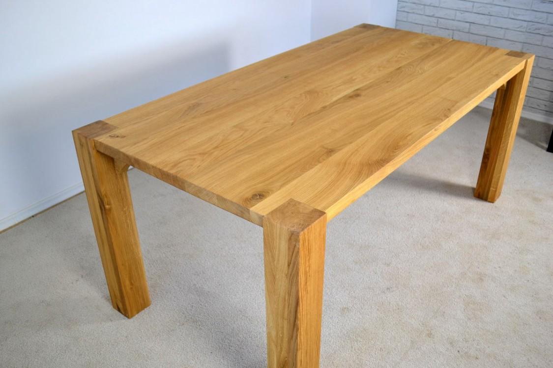 Jídelní dubový stůl Marcus