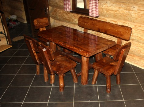 Masivní nábytek do srubu